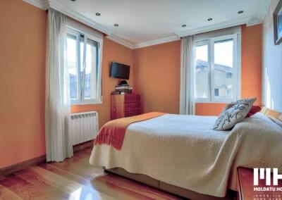 Inmobiliaria en Irún te ofrece esta vivienda de 3hab y 2 baños en el centro de Irún (Calle Fueros). Precio 320.000 €
