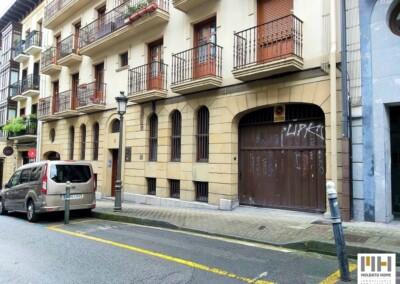 Garaje doble cerrado en Irún, calle Leguia. Precio 55.000 €. Comprar garaje cerrado en Irún