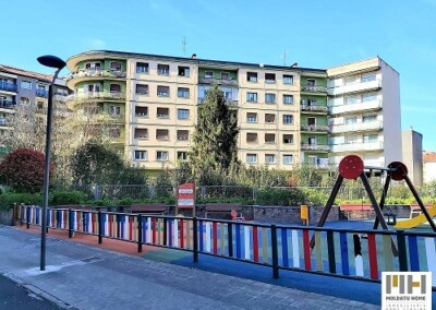 Inmobiliaria en Irún Moldatu Home te presenta piso a reformar en Calle Aduana (Irún Centro). Precio 176.000 €